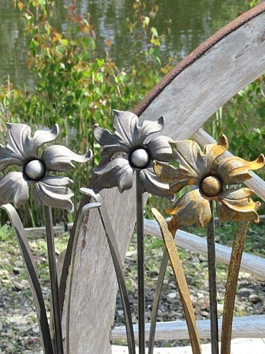 Metal Flower lily garden ornament