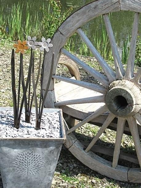 metal flower Amber pansy