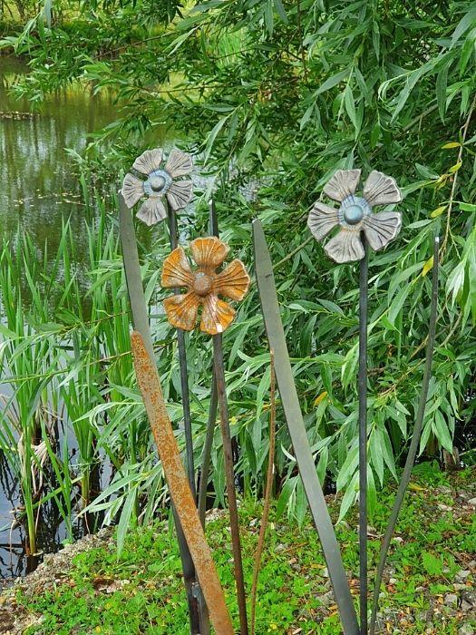 Metal Flower daisy garden ornament